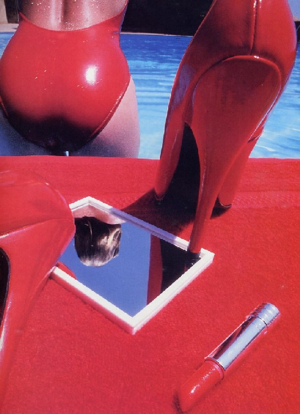 James Elliott: rossetto e latex 1984 hspace=