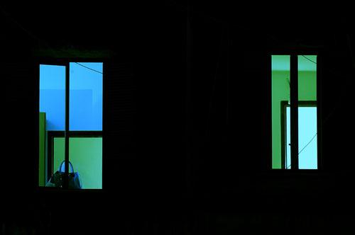 Il palazzo di fronte foto di giovanni barba - Nido api finestra ...
